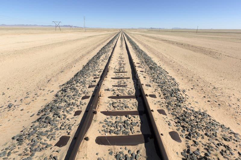 Железная дорога предусматриванная в песке стоковое фото