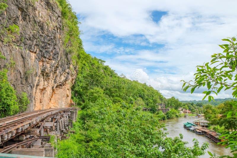 Железная дорога смерти или железная дорога Таиланд-Бирмы на Второй Мировой Войне железные дороги были построены через скалу около стоковые изображения