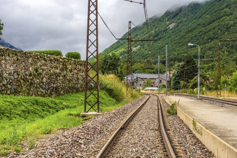 Железнодорожные пути в Пиренеи Merens-les-vals Франция стоковое фото