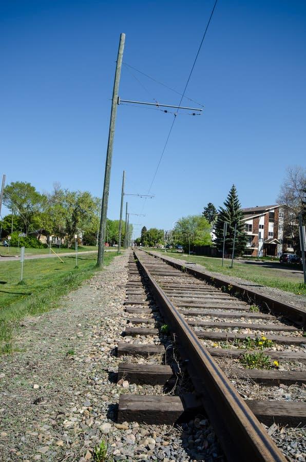 Железнодорожные пути сделанные с металлом и древесиной стоковые фотографии rf