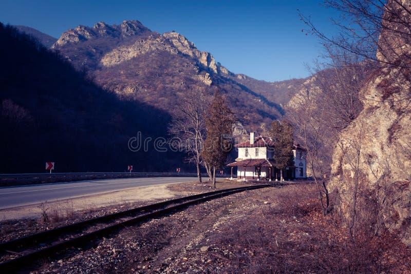 Железнодорожный вокзал в балканском полуострове стоковая фотография