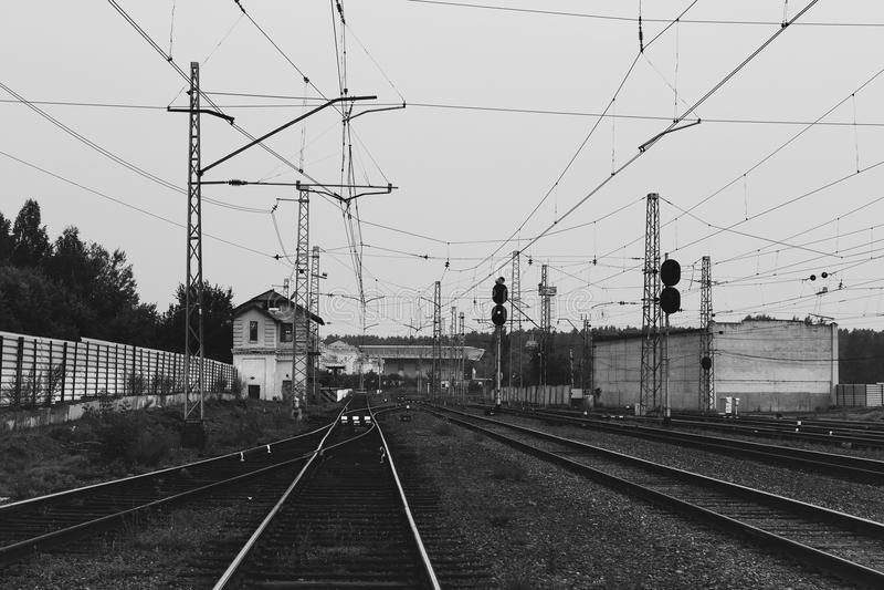Железнодорожный вокзал и много следов стоковое фото rf