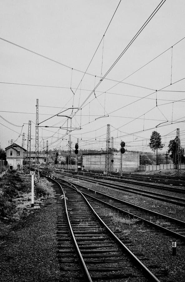 Железнодорожный вокзал и много следов стоковое изображение