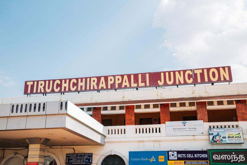 Железнодорожный вокзал соединения Tiruchchirappalli в Tiruchirapalli, Индии стоковые изображения