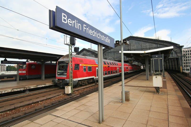железнодорожный вокзал berlin стоковое фото rf