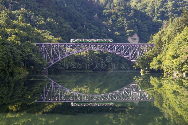 Железнодорожный путь Tadami стоковые фото