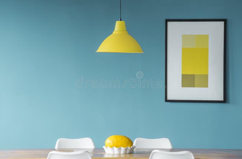 Желтая и голубая столовая стоковые фотографии rf