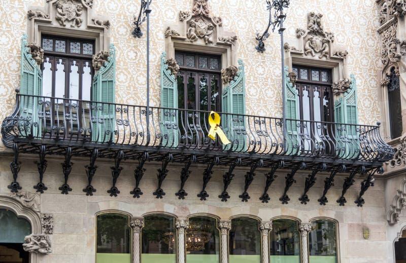 Желтая лента в Барселоне стоковая фотография rf