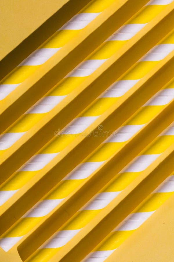 Желтая параллель входит в систему пол, необыкновенная идея проекта стоковые фото