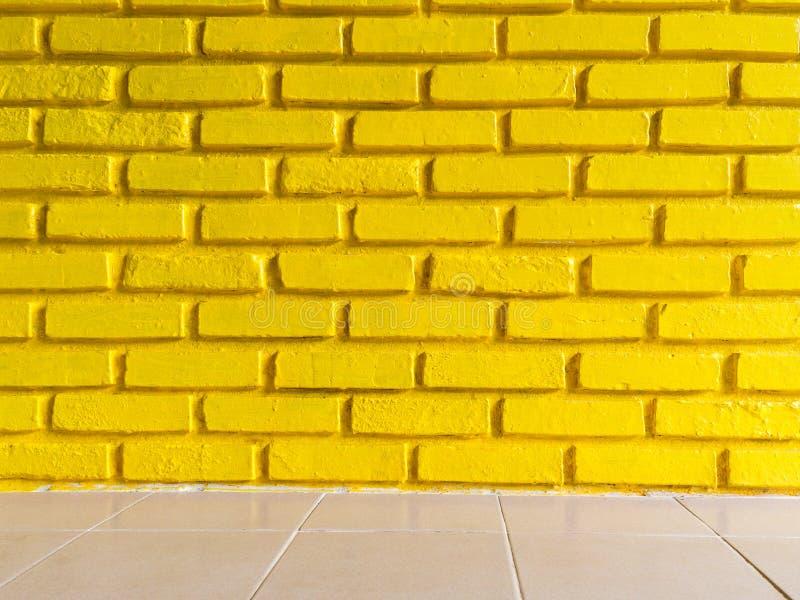 Желтая предпосылка текстуры кирпичной стены стоковые изображения rf