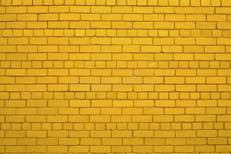 Желтоватая кирпичная стена стоковое фото