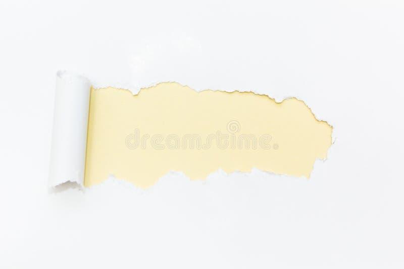 Желтое отверстие в белой бумаге : стоковые изображения