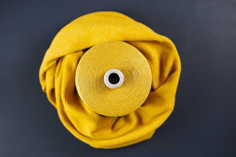 Желтое пасмо цвета стоковая фотография