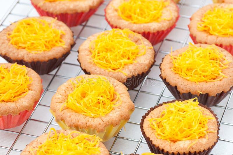 желток резьбы золота яичка торта стоковая фотография