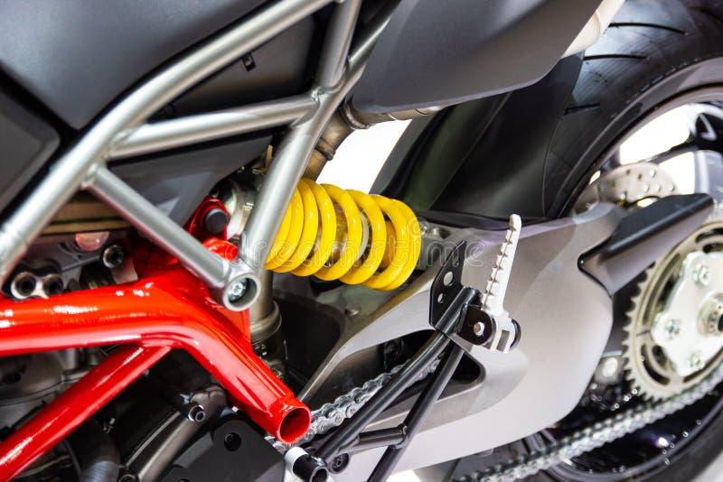 Желтые амортизаторы удара мотоцикла для поглощая ударов стоковые изображения