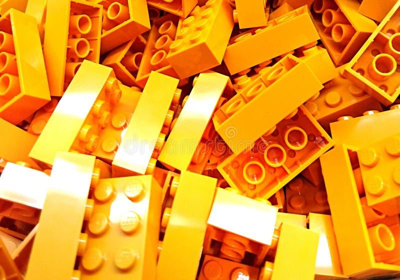 Желтые кирпичи Lego стоковое изображение