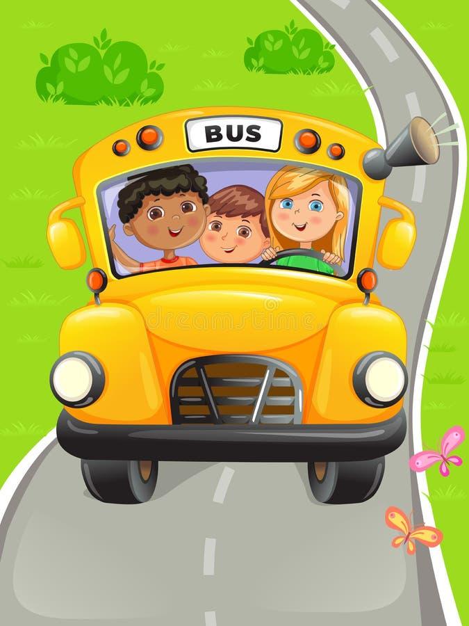 Желтый автобус с детьми, которые ходят в школу стоковая фотография rf