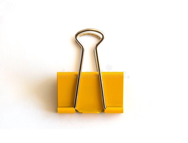 Желтый бумажный зажим изолированный на белой предпосылке - изображении стоковые изображения rf