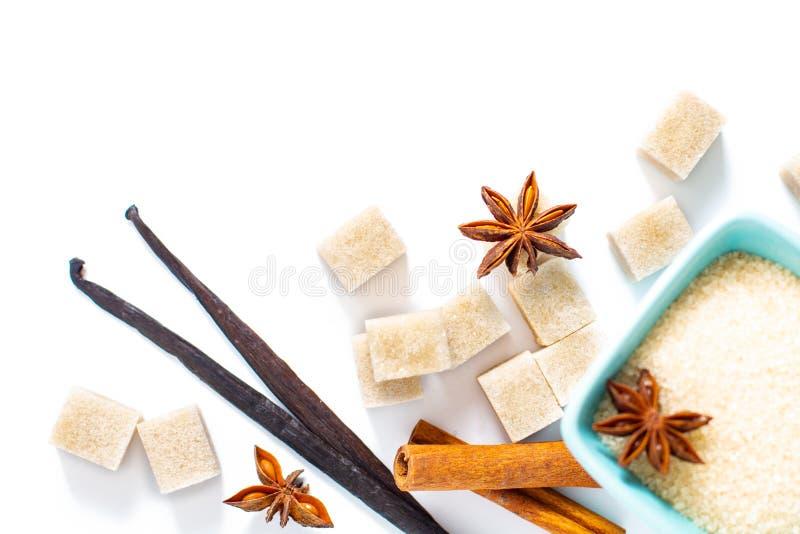 Желтый сахарный песок предпосылки еды, ванильные стручки, ручка циннамона и st стоковые изображения