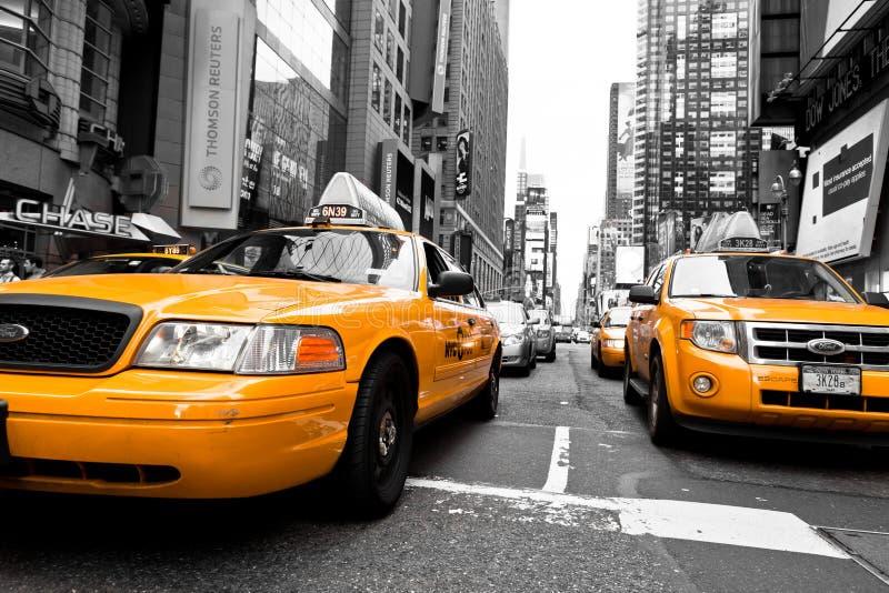Желтый таксомотор стоковые изображения