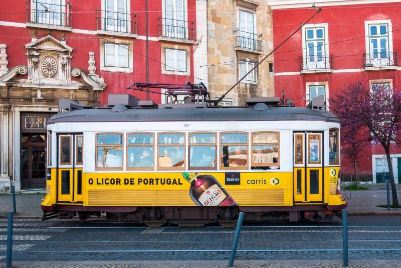Желтый трамвай стоковая фотография