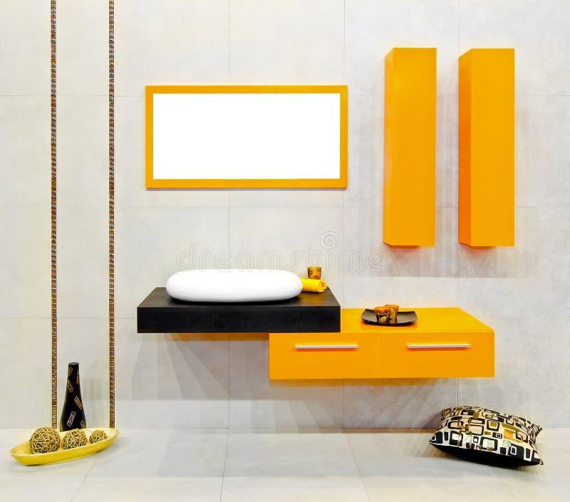 желтый цвет ванной комнаты стоковое фото rf