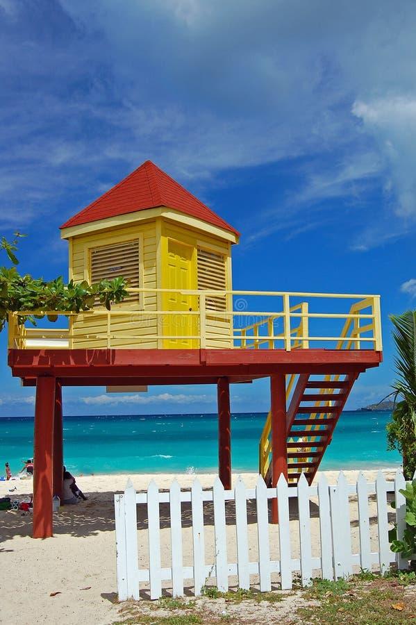 желтый цвет грандиозной личной охраны будочки пляжа anse красный стоковая фотография