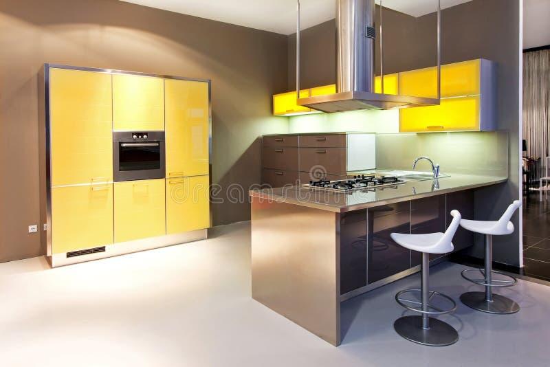желтый цвет кухни стоковые фотографии rf