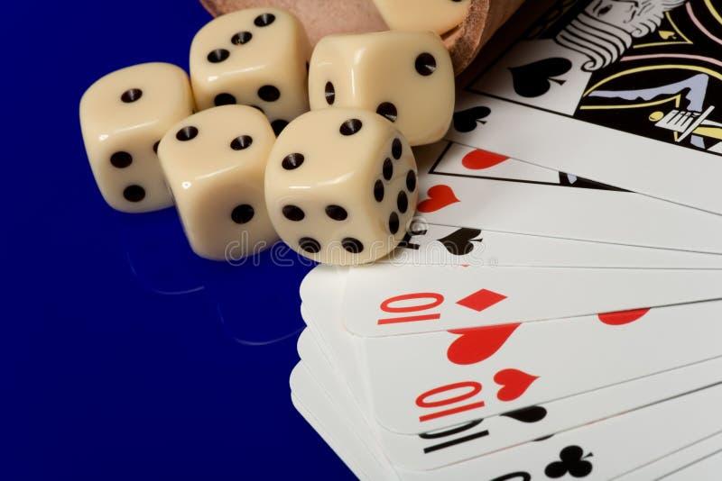 желтый цвет плашек казино карточек стоковое изображение rf