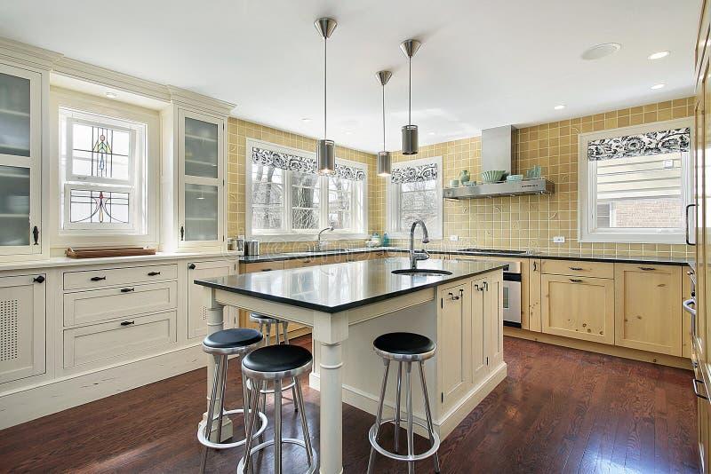 желтый цвет плитки кухни стоковая фотография