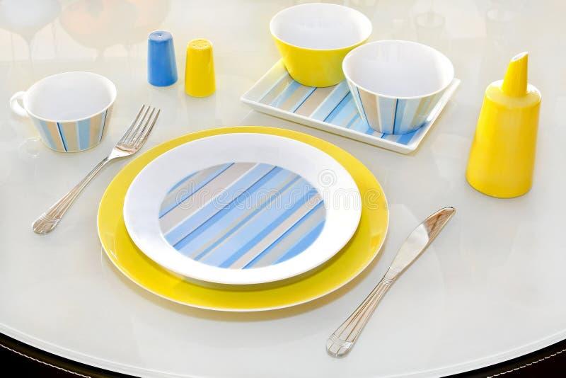 желтый цвет плиты стоковое изображение rf