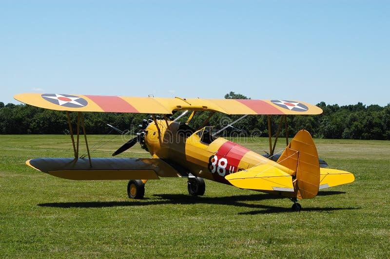 желтый цвет самолет-биплана ii стоковые фото