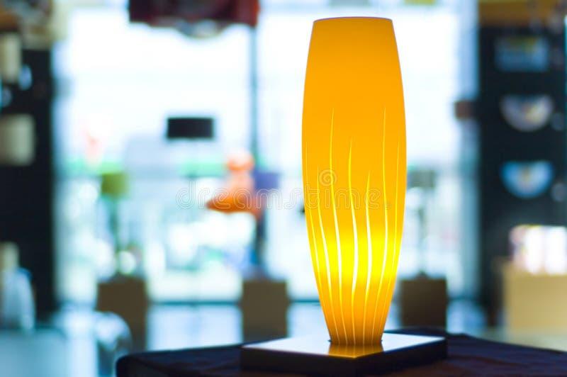 желтый цвет светильника стоковая фотография rf