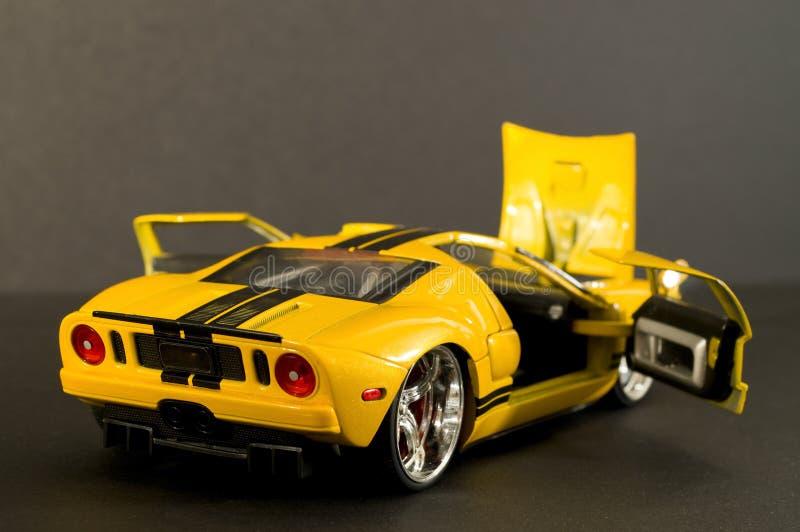 желтый цвет спортов автомобиля холодный стоковые фото