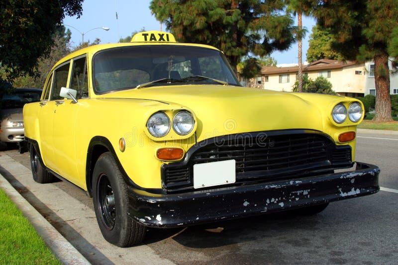 желтый цвет таксомотора стоковые фотографии rf