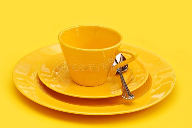желтый цвет тарелок стоковое фото rf