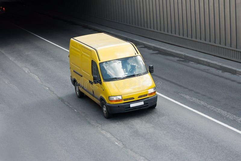 желтый цвет фургона стоковые изображения rf