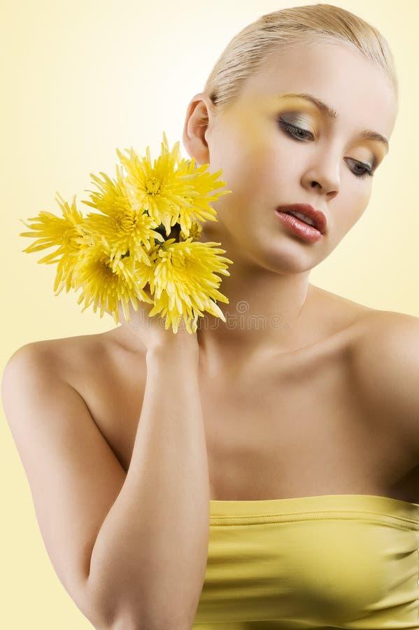 желтый цвет цветка модельный сладостный стоковое фото