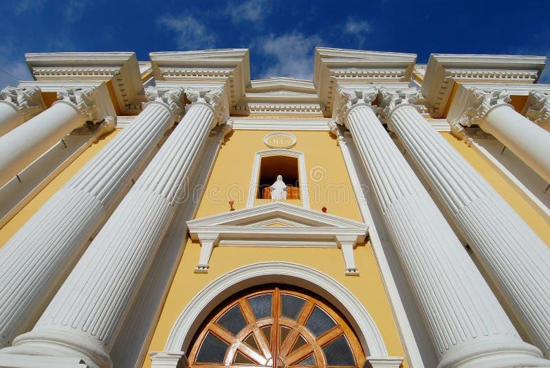 желтый цвет церков стоковые изображения