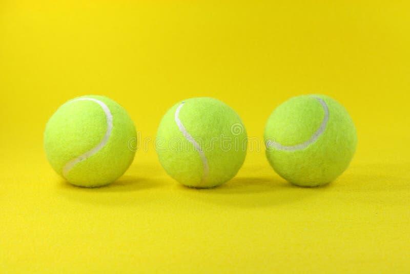 желтый цвет шариков 3 стоковые фото