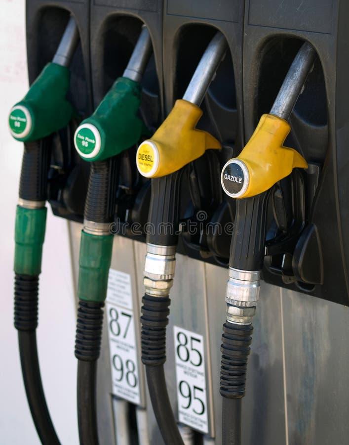 желтый цвет шкафа насоса газа зеленый стоковая фотография rf