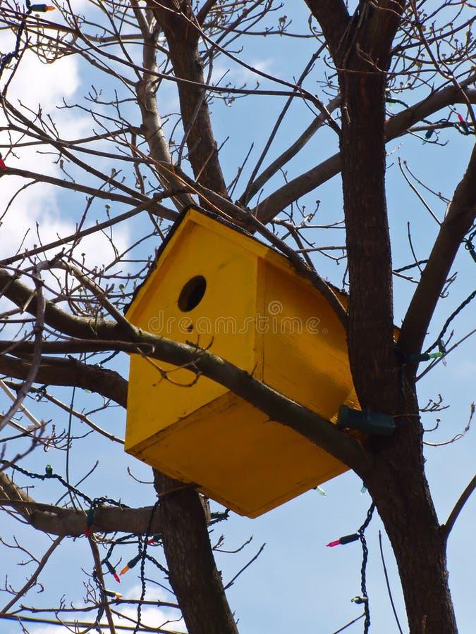 Download желтый цвет birdhouse стоковое фото. изображение насчитывающей yellow - 650532