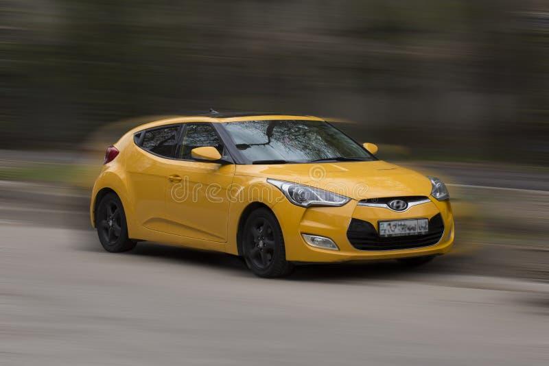 желтый цвет hyundai автомобиля стоковые изображения