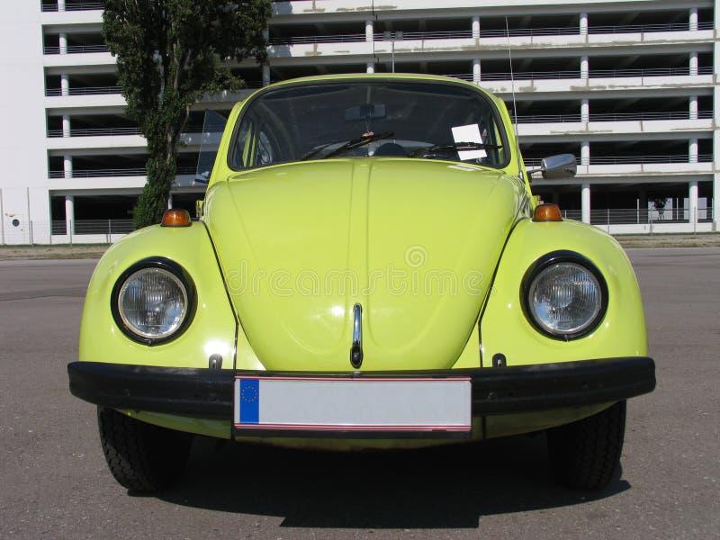 желтый цвет volkswagen конструкции жука классицистический стоковое изображение rf