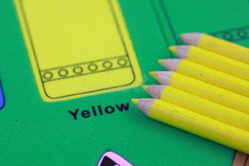 желтый crayon карандаша стоковые изображения