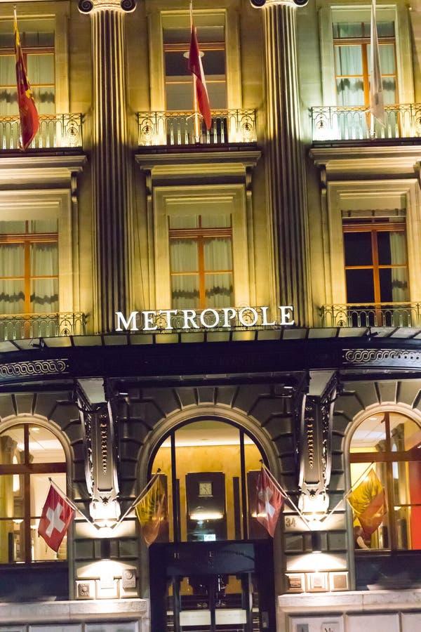 Женева/Швейцария 09 09 18: Свет ночи Женевы гостиницы Metropole роскошный причудливый стоковое изображение rf