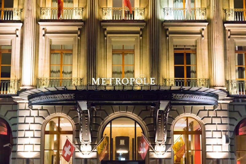 Женева/Швейцария 09 09 18: Свет ночи Женевы гостиницы Metropole роскошный причудливый стоковое фото