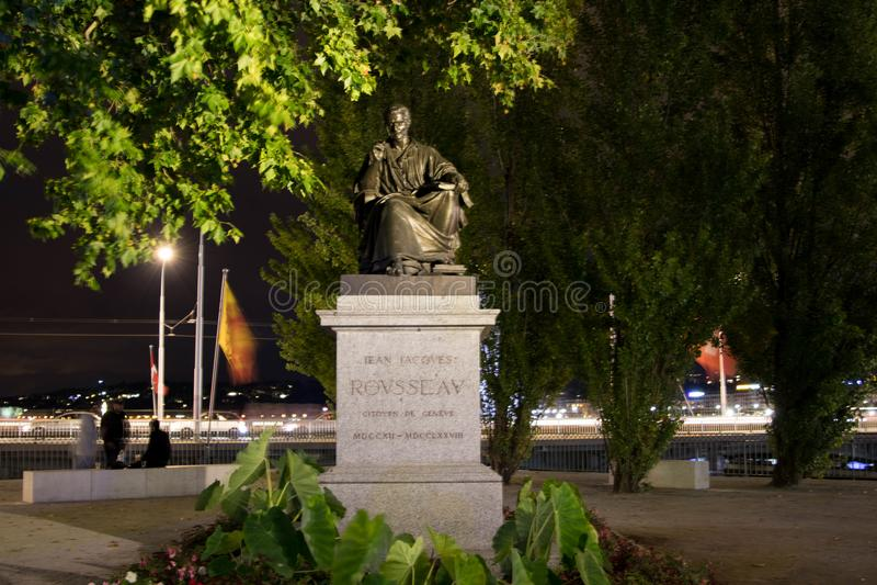 Женева/switzerland-29 08 18: Статуя phylosopher Jean-Jacques Rousseau стоковая фотография