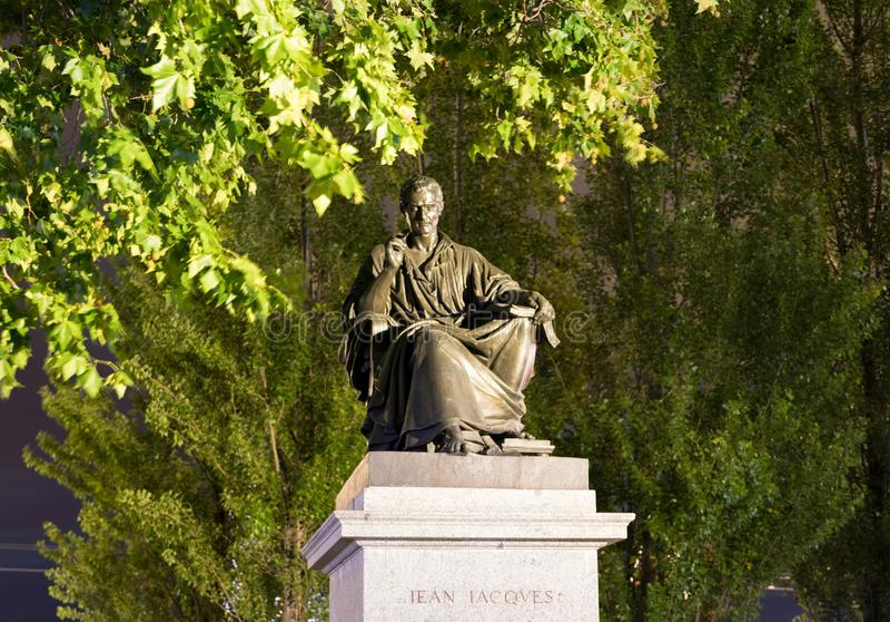 Женева/switzerland-29 08 18: Статуя phylosopher Jean-Jacques Rousseau стоковое фото rf