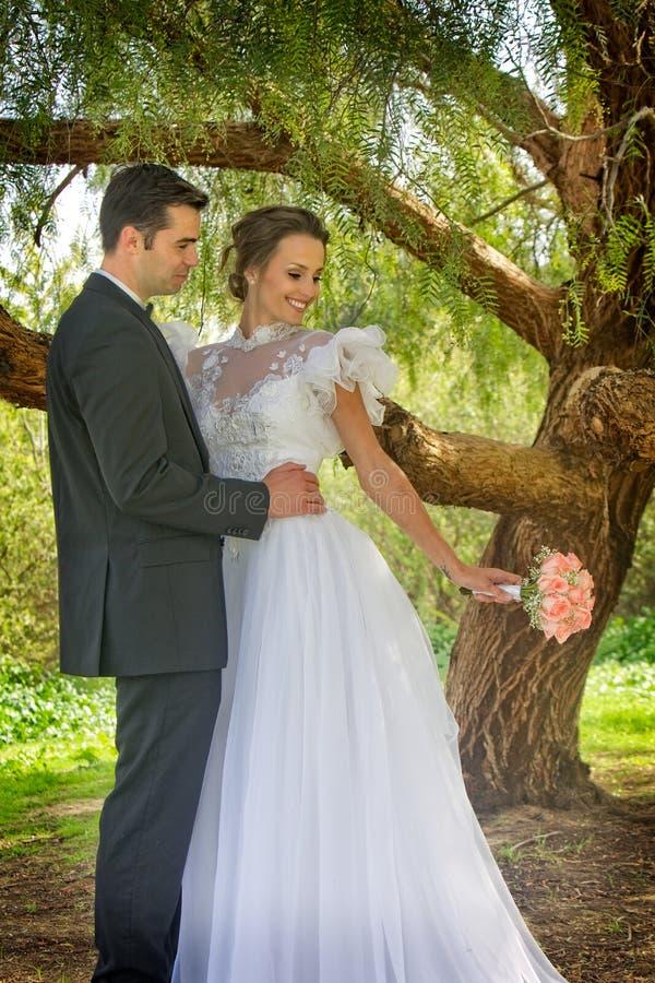 Жених и невеста стоковая фотография
